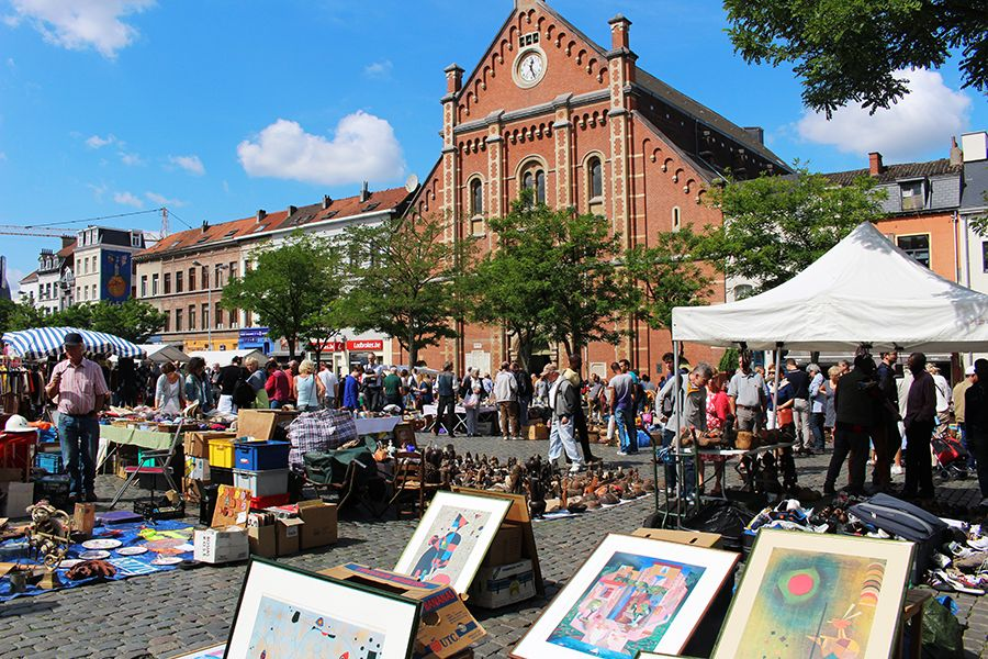 mercatino-Place-du-Jeu-de-Balle