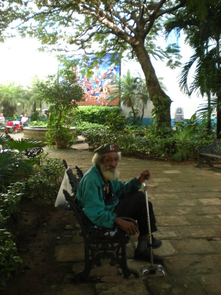 signore anziano all'Havana (cuba)