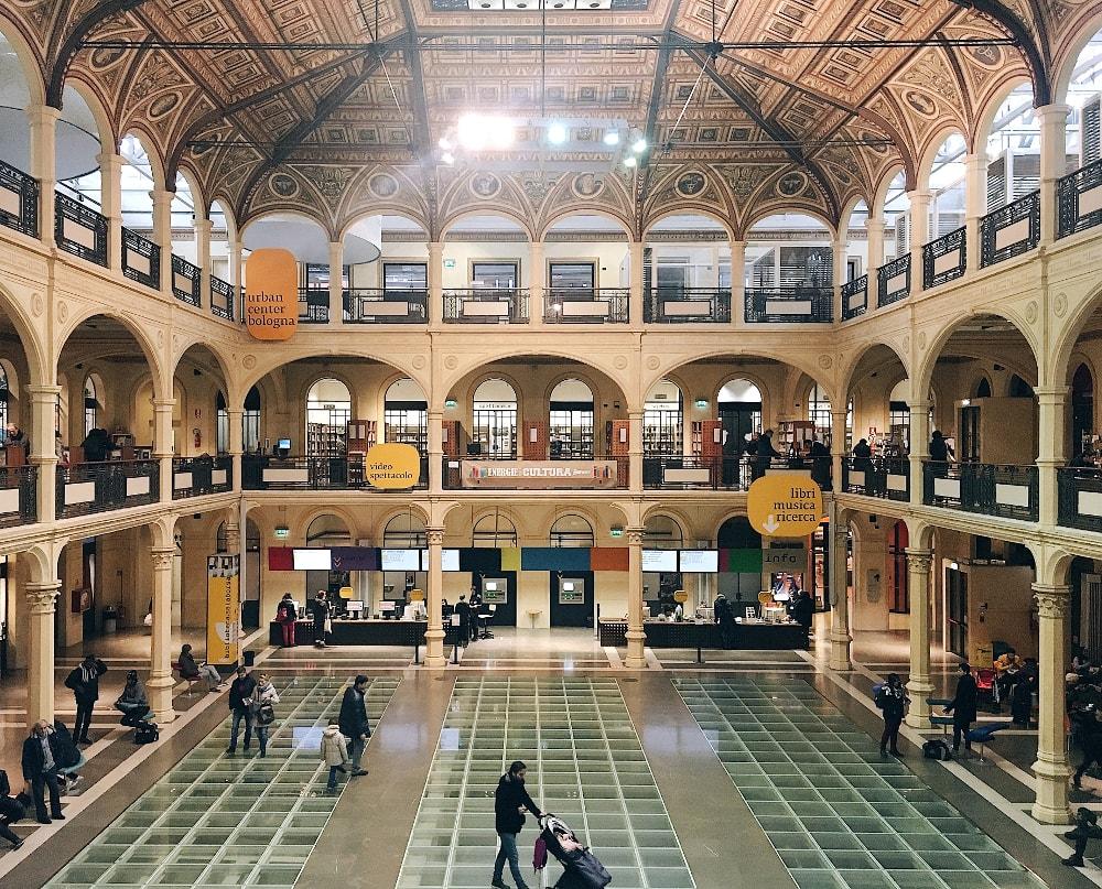 visitare Bologna in un giorno: biblioteca salaborsa