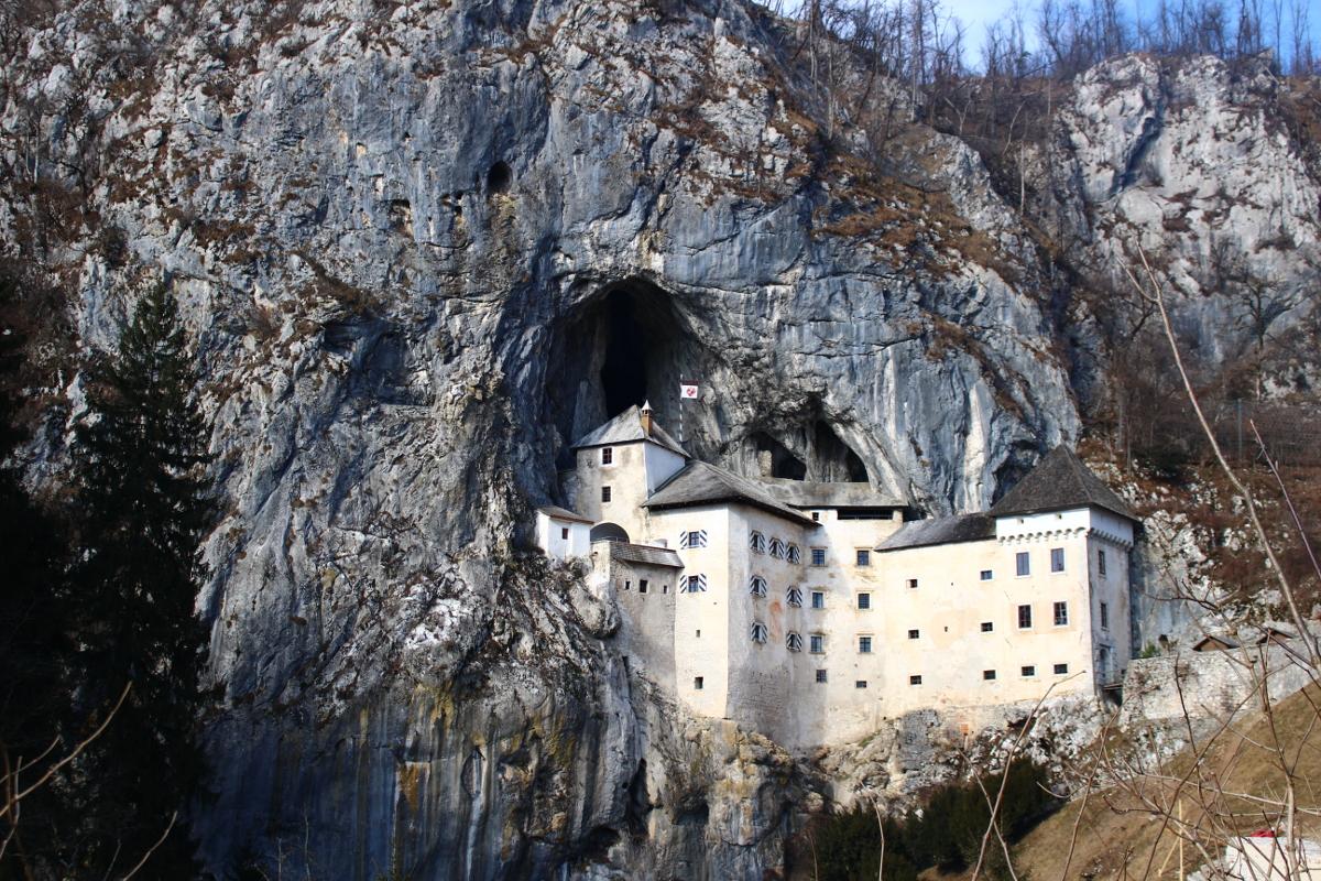 itinerario in Slovenia - castello di Predjama