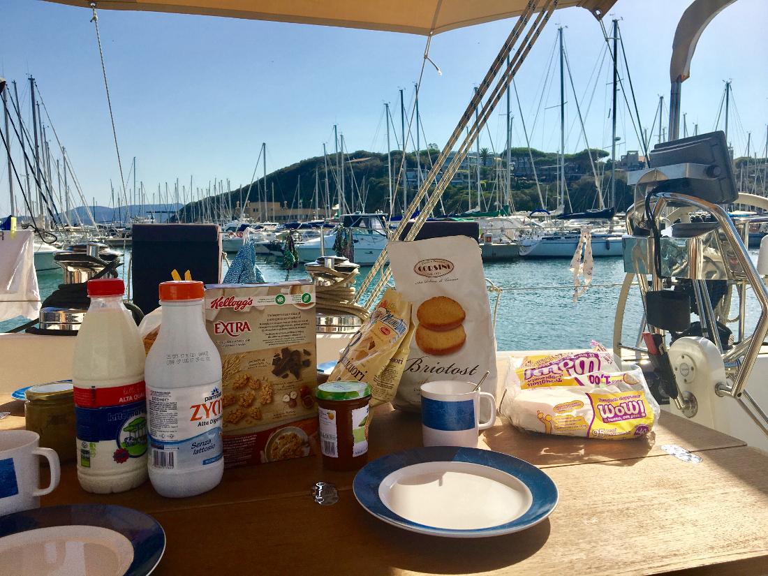 colazione in barca punta ala