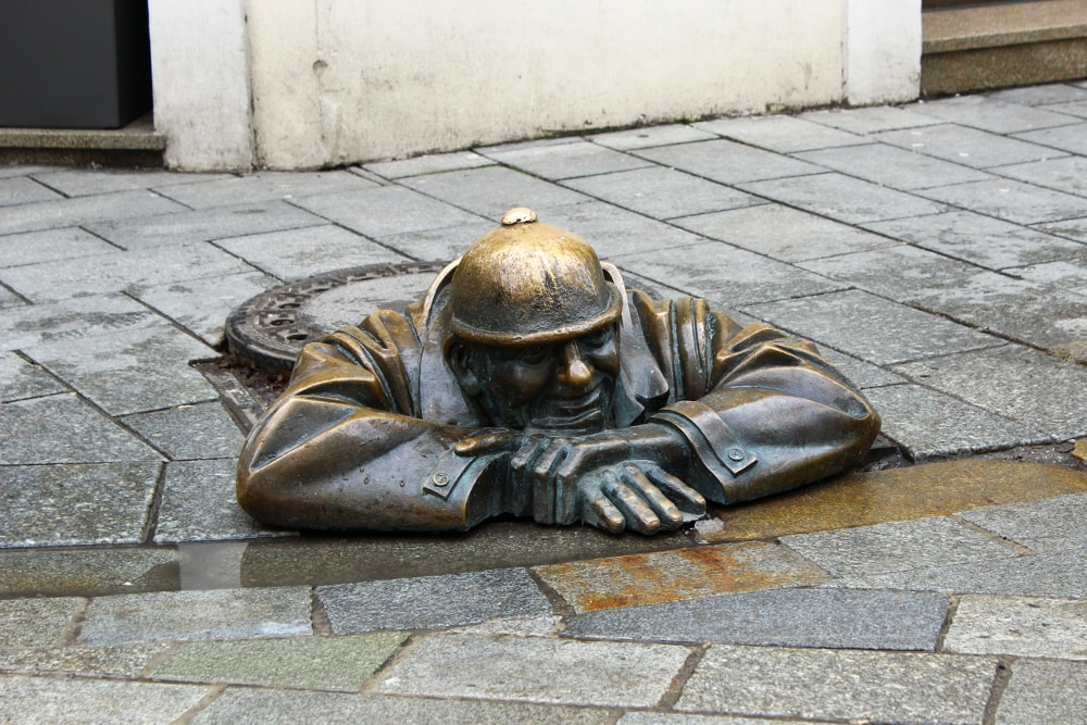 statua bratislava; cumil