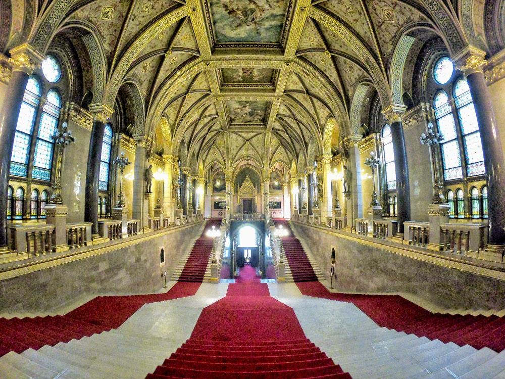 parlamento budapest scalinata