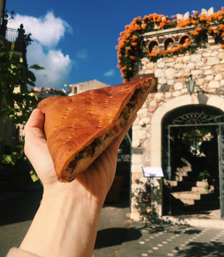 piatti tipici siciliani: scacciata